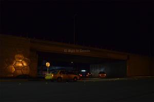 También sobre el Periférico, el Puente Valle Verde por arriba y por la parte inferior, se encuentra totalmente a oscuras.