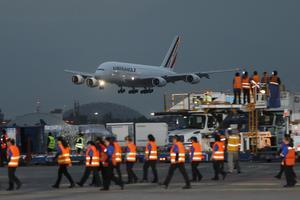 Alrededor de las 18:20 horas tocó tierra en el Aeropuerto Internacional Benito Juárez de la Ciudad de México (AICM).