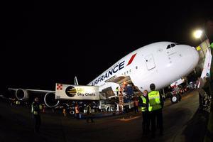 Impresionados quedaron los mexicanos con la visita al país del avión comercial más grande del mundo.