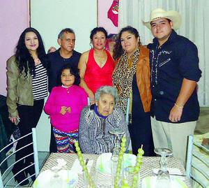 10012016 DE FIESTA.  Familia Gómez Cervantes.