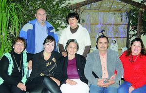 13012016 PASAN AMENA VELADA.  Integrantes de la Familia Román acompañados de algunos amigos disfrutando una rica cena.