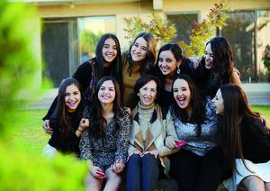 11012016 EN FAMILIA.  Carmila con sus nietas Daniela, Ana Paula, Ana Sofía, Luisa, Isabel, Cecy, Ana Cecy y Andrea.