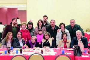 12012016 LA FOTO DEL RECUERDO.  Carmelita Máynez y su familia.