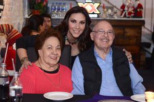 10012016 EN FAMILIA.  Daniella Ramírez en compañía de sus abuelitos, Olivia y Ernesto.
