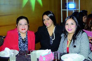 12012016 EN RECIENTE EVENTO.  Rocío, Silvia y Berenice.