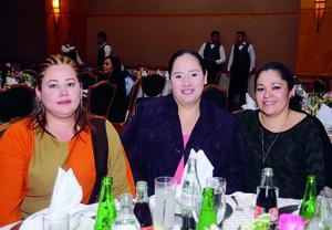 10012016 EN FESTEJO.  Olga, Yolanda y Rocío.