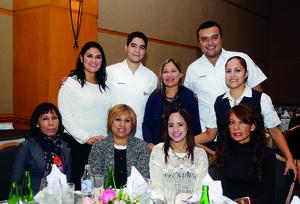 14012016 EN FESTEJO.  Laura, Juan Carlos, Héctor, Mariela, Wendy, Isabel, Ana, Soraya y Ana.