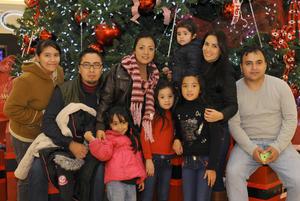 15012016 EN FAMILIA.  Chelo, Christian, Diana, Amily, Sofía, Yarely, Isabela, César y Melissa.