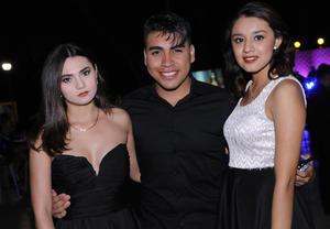 16012016 DE ANTRO.  Mariana, Adán y Esmeralda.