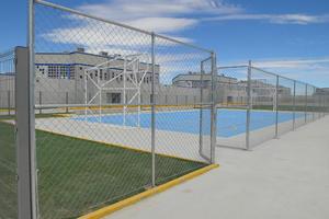 Como parte del proceso de reinserción se incluyeron algunos espacios para la práctica deportiva.