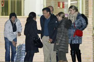 A las afueras de la cárcel, lo esperaba su esposa, Vanessa Guerrero, y su abogado, Ulrich Richter.