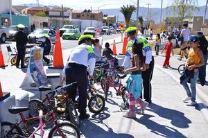 Los elementos de vialidad también participaron con actividades en la Línea Verde.