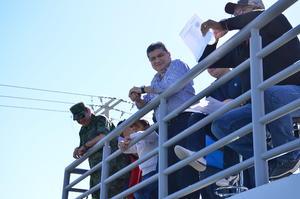 El alcalde Miguel Riquelme, el Mando Especial general Juan Manuel Díaz y el director de Seguridad Pública Adelaido Flores, presenciaron el evento deportivo y dieron los tiros de inicio.