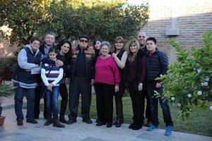 Erick Sotomayor Ruiz  CUMPLEAÑOS DR JESUS MENDOZA ORNELAS. 83 AÑOS  ACOMAPAÑDO DE SU ESPOSA ELSA ROSA GONZALEZ DE MENDOZA Y SUS HIJAS ELSA PATRICIA,LILIANA Y ROSAURA.