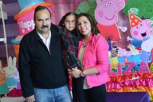 PIÑATA DE ELIZA MARIA SALCIDO MATIAS 4 AÑOS  con sus papás Ignacio y Perla