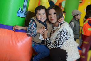 PIÑATA DE ELIZA MARIA SALCIDO MATIAS 4 AÑOS  En la foto: Raymundo y Vero
