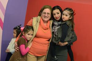 PIÑATA DE ELIZA MARIA SALCIDO MATIAS 4 AÑOS  En la foto: Grecia, Jovita, Diana, Maria Regina