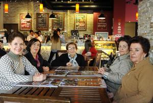 Erick Sotomayor Ruiz  TARDE DE CAFE. Dora,Evelina,Guadalupe,Nidia y Juanita.
