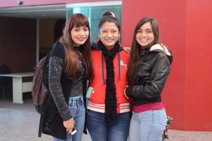 CAMERATA DE COAHUILA EN LA FECA  En la foto: Ale, Selene y Magaly