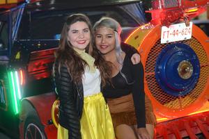 VAGON COLON  En la foto: Mariana y Anahí