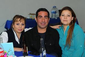 CARLOS RODRIGUEZ AGUILERA  FESTEJAN DÍA DE LA ENFERMERA DEL SANATORIO SAN JOSÉ: ELIDA YAÑEZ, JOSÉ LUIS VILLALPANDO Y KARLA BETANCOURT