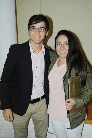 27012016 DE PASEO.  Ricardo y Esmeralda.