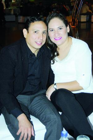31012016 EN PAREJA.  Héctor Cázares y Laura Martínez.