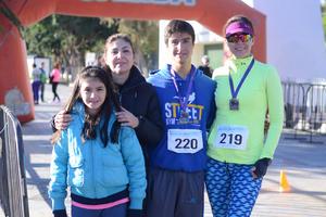 30012016 CORREDORES.  María de Jesús, Andrea, Andrés y Susana.