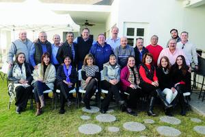 01022016 AMENA REUNIóN.  Familiares y amigos de Jorge Zárate Pons lo acompañaron en la celebración por su cumpleaños número 60.