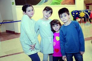 02022016 EN EL TEATRO.  Rosseta, Marissa, María Emilia y Fernando.