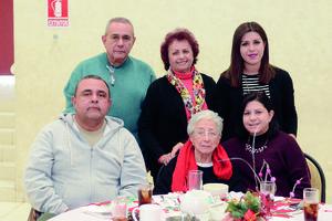 02022016 EN FAMILIA.  Gonzalo, Silvia, Cony, Arturo, Verónica y Verónica.