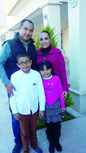 01022016 EN FAMILIA.  Marco, Estela, Emiliano y Ximena.
