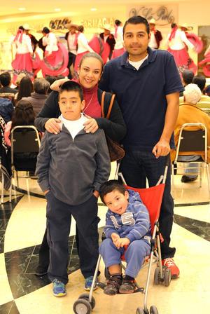 03022016 Marcela, Edgar, Jorge y Omar.