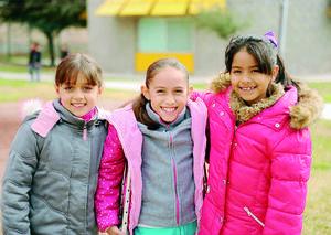 03022016 MUY LINDAS.  Camila, Maryfer y Nelly.