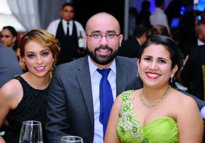 03022016 SE DIVIERTEN.  Penélope, Carlos y Selene.