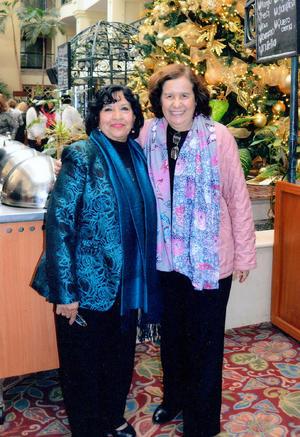 04022016 Evita Méndez e Irma Cervantes en reciente evento.