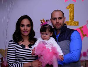 Con sus papás, Sandra y Gerardo