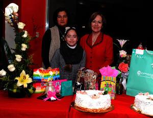 Acompañada de su nuera, Lourdes, y su nieta, Lulú