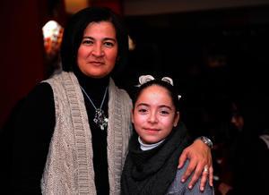 Lourdes con su hija, Lulú