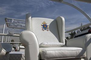 Esta será la silla en donde se sentará el Papa durante sus trayectos.
