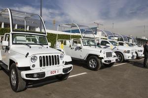 Se trata de dos vehículos Jeep Wrangler y tres camionetas Dodge Ram, de la marca Chrisler, que serán utilizados en la Ciudad de México, Ecatepec, Tuxtla Gutiérrez, San Cristóbal, Morelia y Ciudad Juárez, como parte de la visita del sumo pontífice a México.