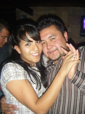 Carlos Abraham Manzano López. El Amor mas fuerte es aquel que puede mostrar su fragilidad. #FloreríaVintage.