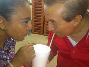 María de los Ángeles Félix Ortiz. Fue, es y será mi primer y único amor....después de 32 años de casados, lo amo más que el primer día......#FloreríaVintage
