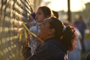 Familiares siguen a la espera de la identificación de las víctimas.