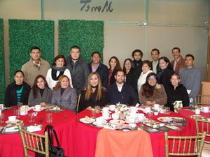 07022016 LA FOTO DEL RECUERDO.  Personal del Colegio Juan Escutia.