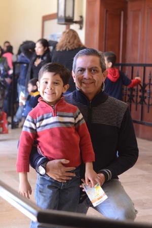 07022016 ASISTEN A PUESTA EN ESCENA.  José y Adrián.