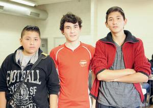 09022016 COMPAñEROS.  Axel, Fabián y Erick.