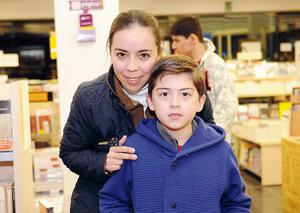 08022016 Renata Chapa y Javier Hernández.
