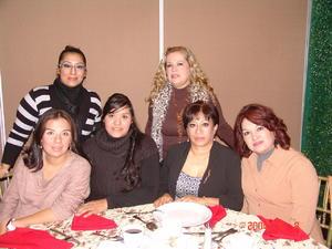 07022016 ENTRE AMIGAS.  Vary, Inés, Fernanda, Karla, María Luisa y Luisa, del Instituto Gómez Palacio, en reciente festejo.