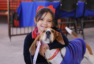 09022016 Valeria y su mascota Perry.